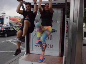 Reebok transforme les abribus en salle de sport éphémère