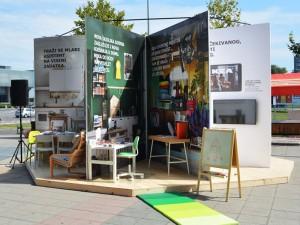 IKEA installe un catalogue géant dans la rue